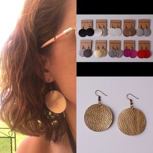 Jewelry - ⭐️⭐️Super cute⭐️⭐️rose gold round leather earrings